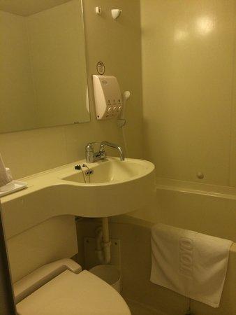Toyoko Inn Busan Seomyeon: Bathroom