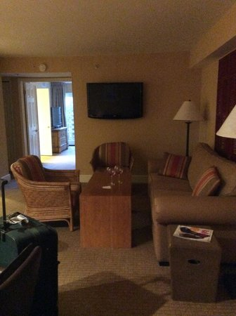 Arizona Grand Resort & Spa: Outdated furnishing in Sedona Boardroom suite