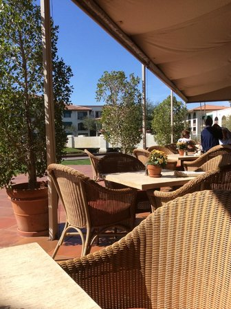 Arizona Grand Resort & Spa: Gorgeous outdoor dining patio