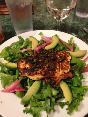 8th Street Grille: Grilled Blackened Salmon Salad
