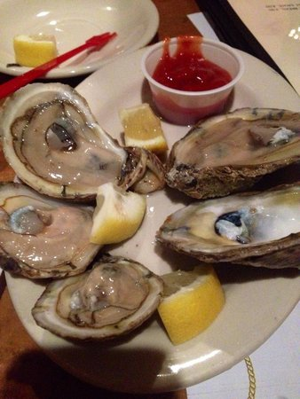 J's Oyster: Delicious- try with Bloody Mary