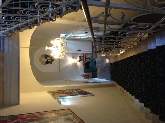 Hotel Villa Carlton: Stairway