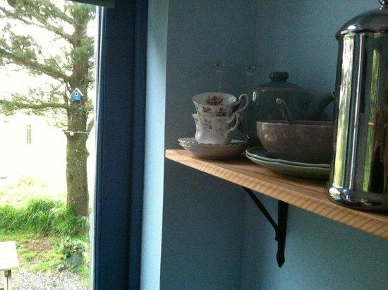 The Old Croft House Vegetarian B&B on Isle of Skye: Shelf and birdhouse