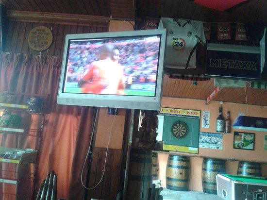 carina sports bar rest.: Liverpool win first game of season while im in the carina sports bar ....