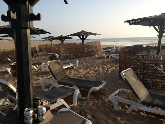 Robinson Club Agadir : Private beach perimeter with palapas and Flag the Moroccan beer