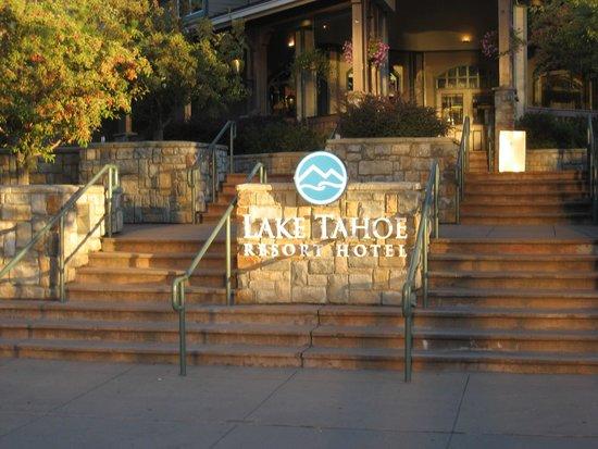 The Lodge at Lake Tahoe : Front lobby