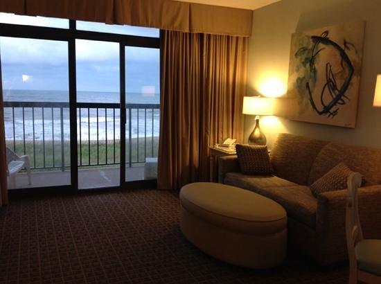 Best Western Ocean Reef Suites: living room, looking from kitchen
