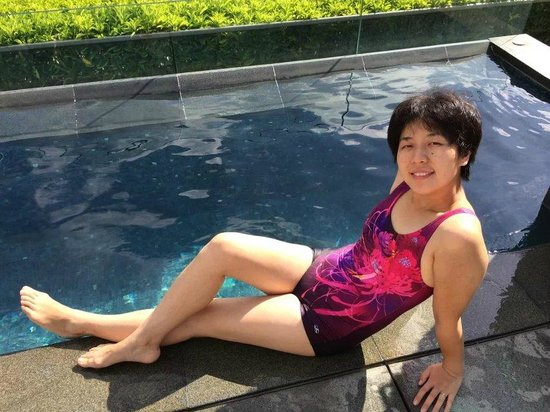 Four Seasons Hotel Hong Kong: swimming