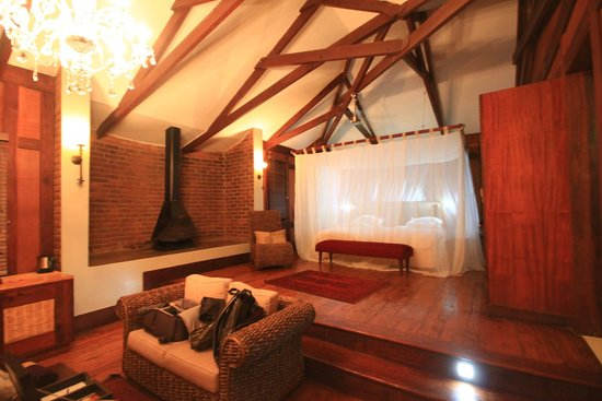 Arusha Coffee Lodge : Living and Bedroom Area