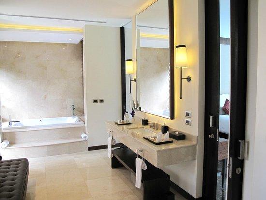 V Villas Hua Hin, MGallery by Sofitel: bathroom