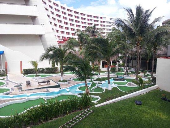 Crown Paradise Club Cancun : área de golfito