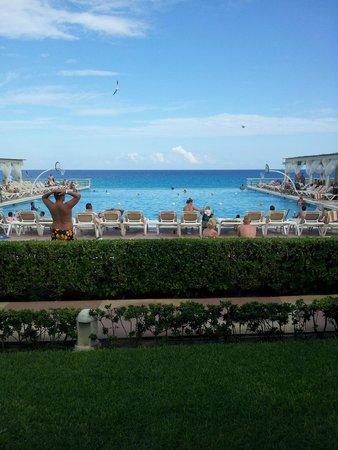 Crown Paradise Club Cancun : piscina