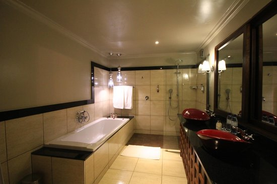 Arusha Coffee Lodge : Bathroom