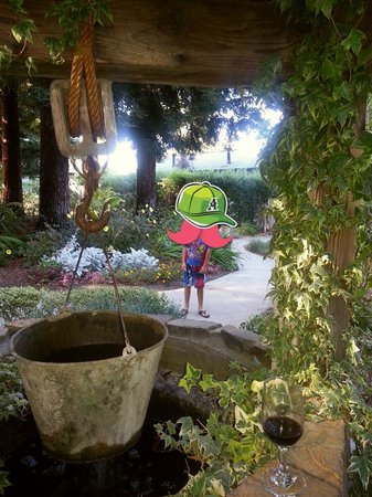 Cambria Pines Lodge: Wishing Well in one part of the beautiful gardens