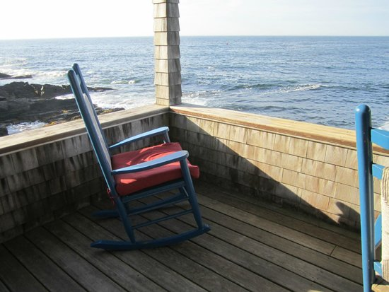 Driftwood Inn and Cottages: The porch