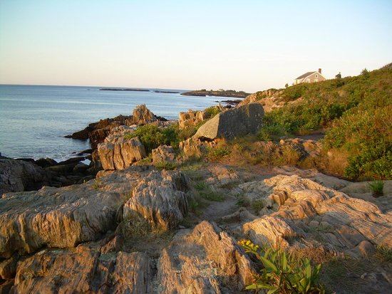 Driftwood Inn and Cottages: trail along cliffs