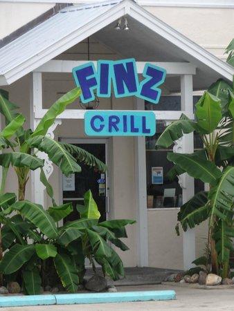 Finz Grill & Bar: Outside