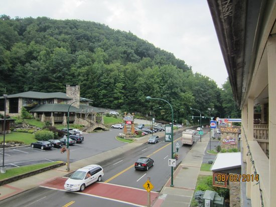 Days Inn And Suites Downtown Gatlinburg Parkway : Gatlimburg from my balcony