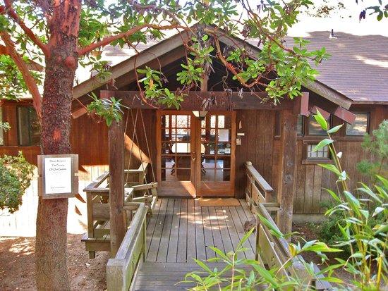 Osprey Peak Bed & Breakfast: Front entrance