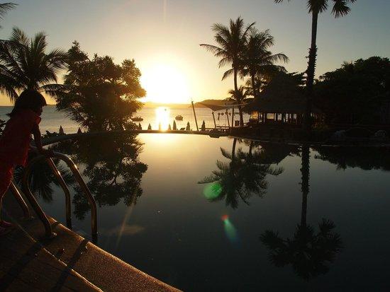 Bandara Resort & Spa : ビーチサイドプールでの朝