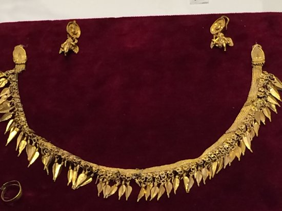 Archaeological Museum of Pella: Gold necklace