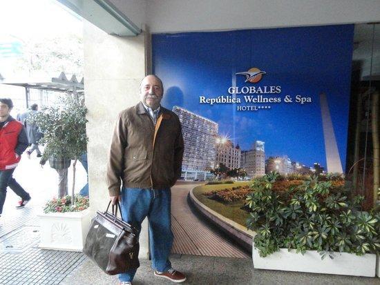 Globales Republica: Ingreso al Hotel ,calle Cerrito