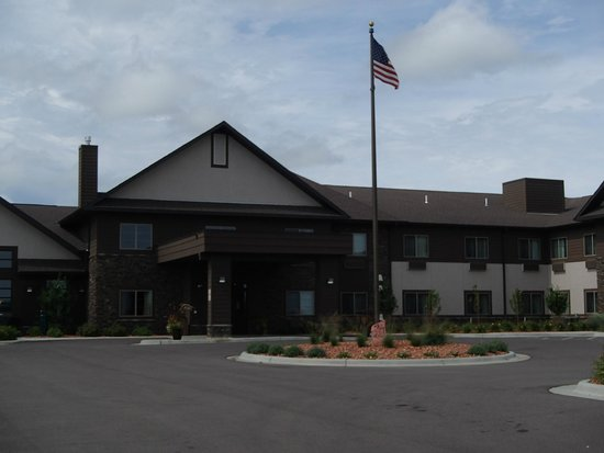 GrandStay Hotel & Suites Luverne: View from the front.