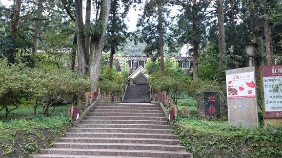 Xitou Leader Hotel: 紅樓全景