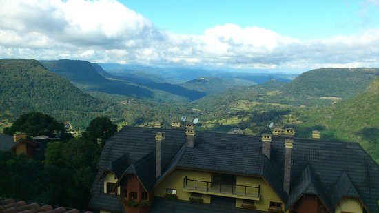 Hotel Laghetto Gramado: Visual do quarto de fronte para o Vale do Quilombo