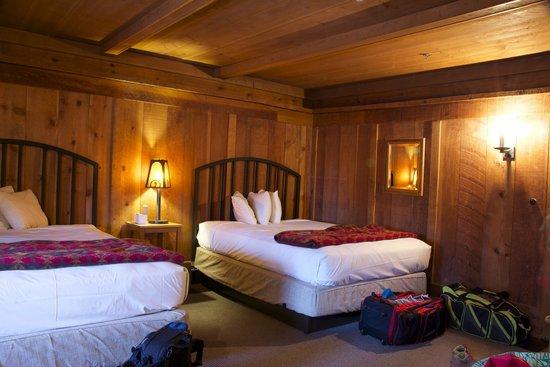 Old Faithful Inn: Old House Room with Private Bath