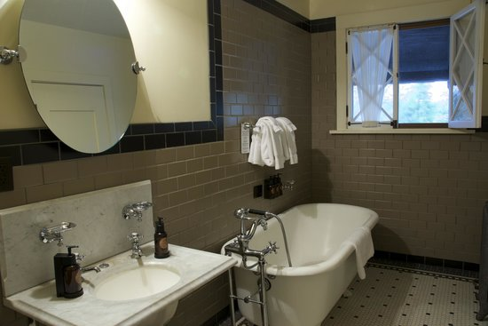 Old Faithful Inn: Old House Room with Private Bath