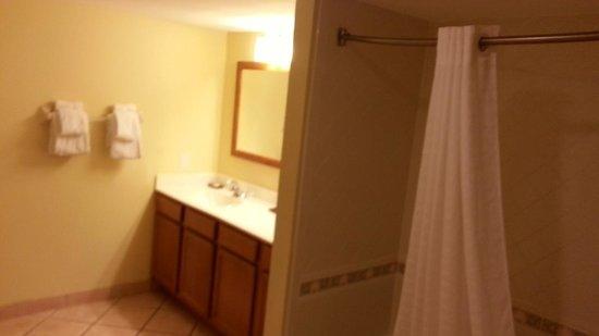Wyndham Royal Vista: 2nd bath B