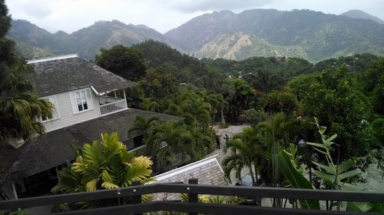 Strawberry Hill Restaurant : Beautiful views of mountains