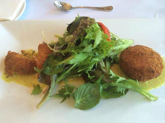 Flutes Restaurant: Fish Cake Appetizer