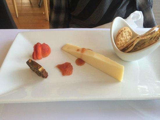 Flutes Restaurant: Cheese Plate Dessert