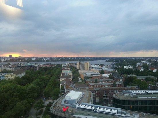 Novotel Suites Hamburg City hotel: Esta era avista da janela do nosso quarto!