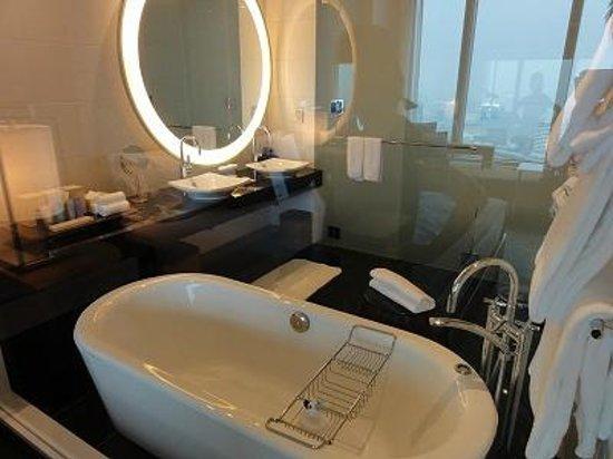 Conrad Tokyo : きれいなバスルーム