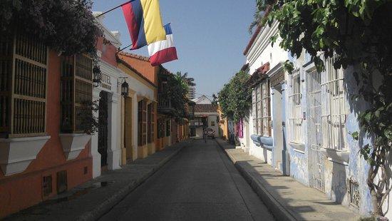 Hotel 3 Banderas : Cochera del Hobo street and hotel façade