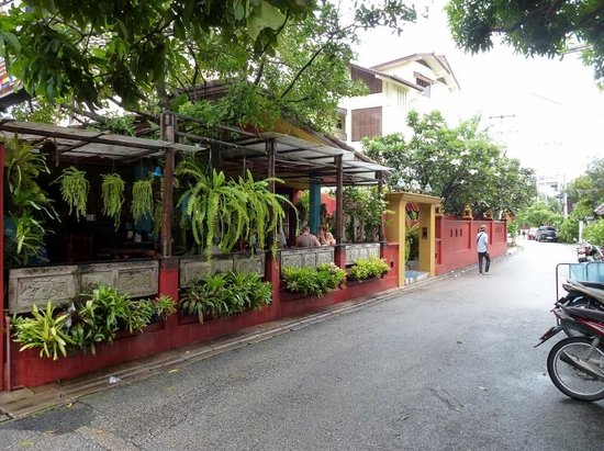 Chiang Mai Thai House : nice quiet street, yet close to it all