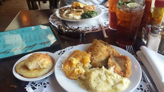 Lady & Sons: Mac and Cheese, Fried Chicken and mashed potatoes - YUM!