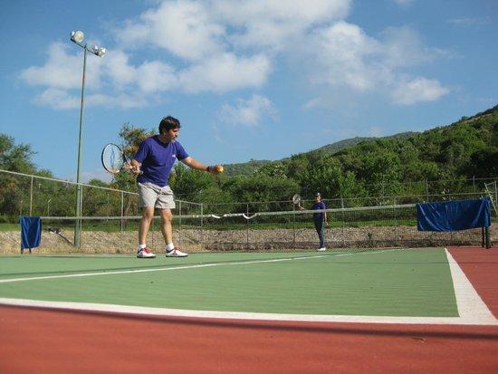 Mision Comanjilla: en al cancha de tenis