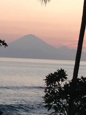 Qunci Villas Hotel: Room with a stunnig view of Bali at sunset.