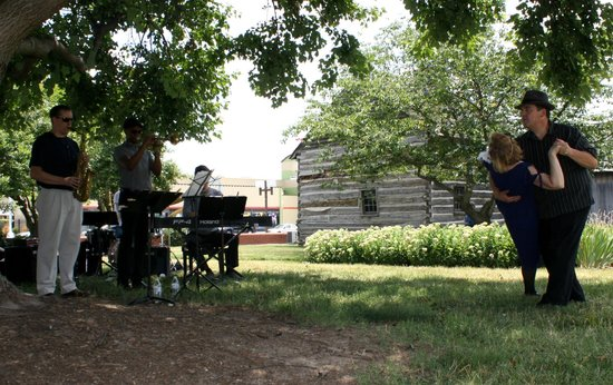 Greensboro Historical Museum: It was 1920s day at the museum, with a jazz band on the lawn! What a treat!