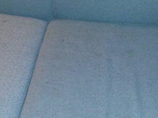 Days Inn Erie: One of the couches :-|