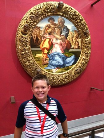 Galería de los Uffizi: Besides the David we loved seeing Michelangelo's only oil painting.
