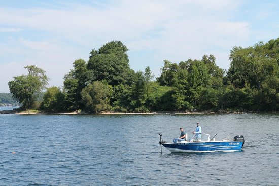 1000 Islands & Seaway Cruises: Gorgeous day touring the St Lawrence Seaway