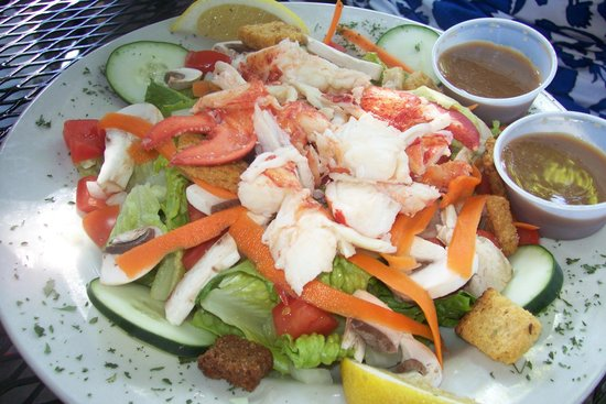 The Dog and Pony Tavern: Garden Salad with Lobster