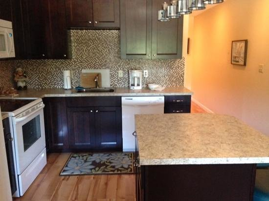 Proposal Rock Inn: the kitchen in Room 226 - full size appliances, lots of cookware