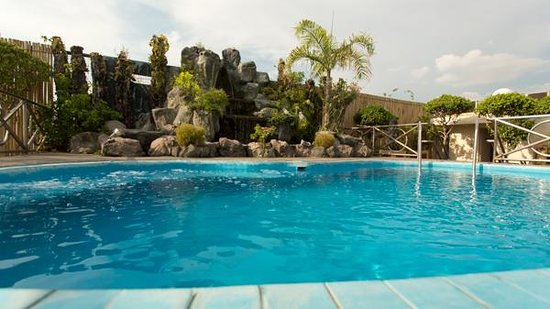 Hotel benilde maison de la salle updated 2018 hostel - Residencia de manila swimming pool ...