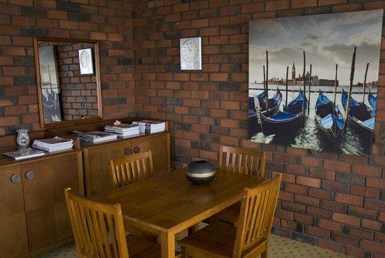 Matador Motor Inn: Lounge 2